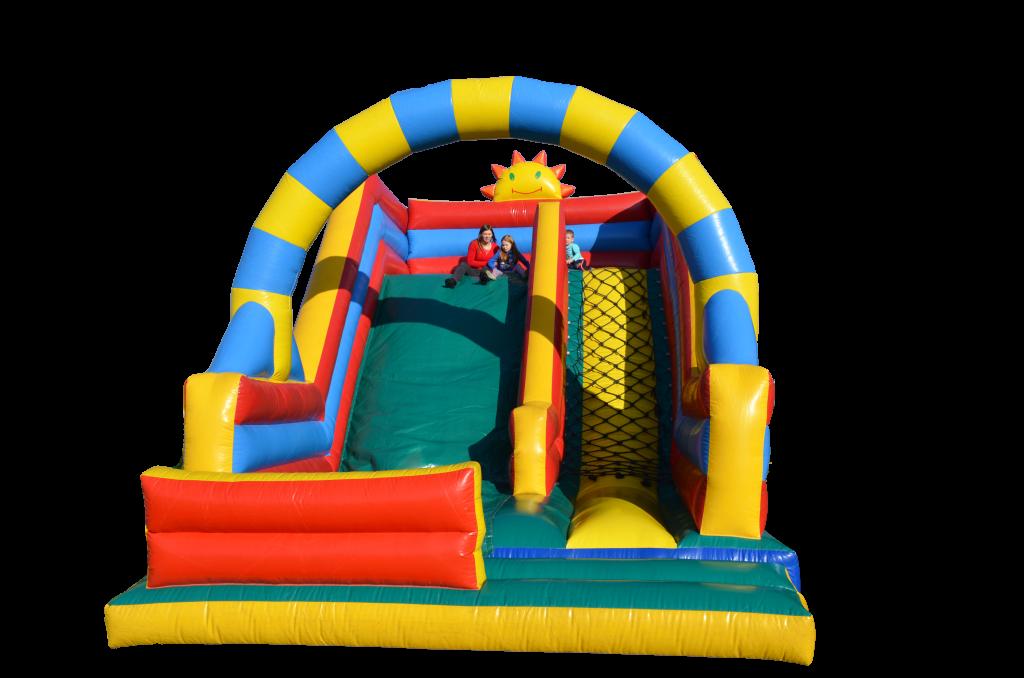 """Świetna zabawa dla dzieci i młodzieży, wynajmij zjeżdżalnie dmuchaną. Wszelkiego rodzaju dmuchań to wspaniałe atrakcje na każdą możliwą imprezę. Zorganizuj dziecięce urodziny i zaskocz dzieci wynajęciem dmuchanej atrakcji. Ceny od poniedziałku do piątku sa naprawdę atrakcyjne i każdego będzie stać aby sprawić swojemu dziecku ogromna radość i zaskoczenie gdy ujrzy na swoim ogródku w urodziny zjeżdżalnie dmuchaną wynajem. Zamki dmuchane – popularne zamki do skakania, na których mogą się bawić nawet najmłodsze dzieci. Aktualnie w ofercie posiadamy dwa tego rodzaju dmuchańce. Zamek """"kaczory"""" posiada dmuchany wałek zabezpieczający przed upadkiem, dzięki temu może być używany zarówno jako placyk z piłeczkami dla dzieci do 5 – 6 lat jak i typowy zamek do skakania dla starszych dzieci. zjeżdżalnia dmuchana wynajem Zjeżdżalnie i zamki dmuchane – Nie ulega wątpliwości, że jedną z najciekawszych i najpopularniejszych atrakcji dla dzieci są dmuchańce. Można je spotkać na większości imprez plenerowych, ponieważ są one wspaniałą formą rozrywki dla dzieci w każdym wieku. Kolorowe, przyciągające wzrok dmuchane konstrukcje zachęcają do zabawy i wywołują uśmiech na twarzach najmłodszych. Poniżej prezentujemy opisy oferowanych przez nas atrakcji: Zjeżdżalnie dmuchane: Są odpowiednie dla dzieci od 3 do 15 lat. Ich wymiary to: 7 x 5 x 6. Świetnie sprawdzają się nie tylko na piknikach i imprezach plenerowych, ale również na uroczystościach rodzinnych, na których są dzieci. Umożliwiają zabawę większej ilości dzieci jednocześnie."""